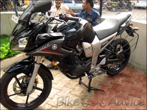 Yamaha-Fazer-black