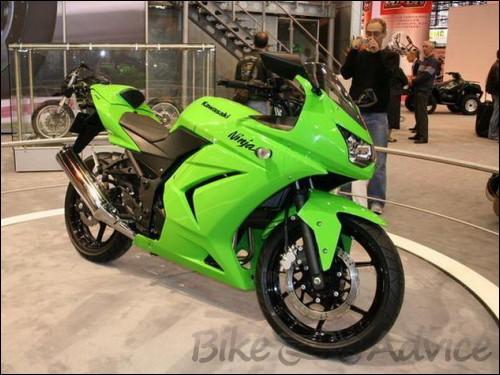 Kawasaki Ninja Spotted In Bajaj Showroom In Pune | BikeAdvice.in