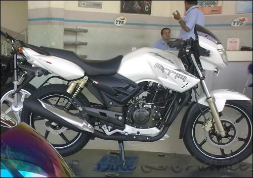 TVS Apache RTR 180 White (2)