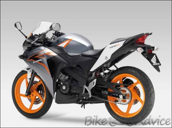 honda cbr125r review specifications price. Black Bedroom Furniture Sets. Home Design Ideas