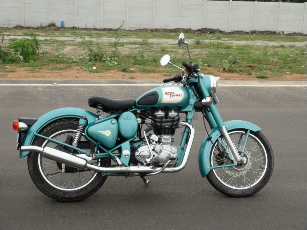Royal Enfield Classic In Waiting For 8 To 10 Months Bikeadvice In