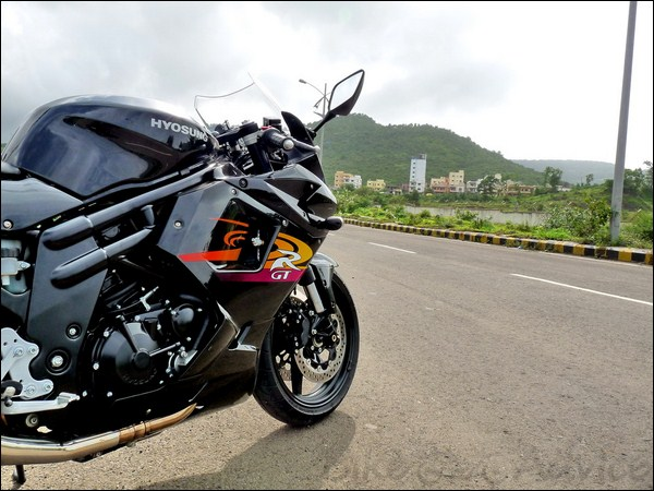 Hyosung GT650R Review and Test Ride