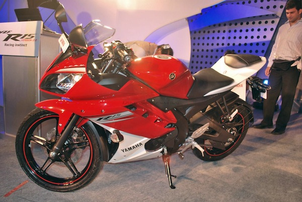 Yamaha R15 Version 2 0 Price, Features, Colors and