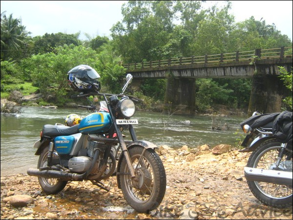 Yezdi Roadking & D250 Classic Ownership Review By Shawn