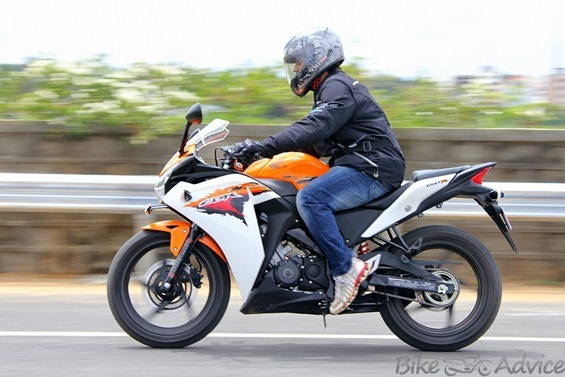 Honda CBR150 riding position