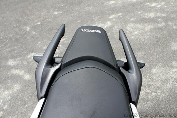 Honda CBR150R rear seat pic