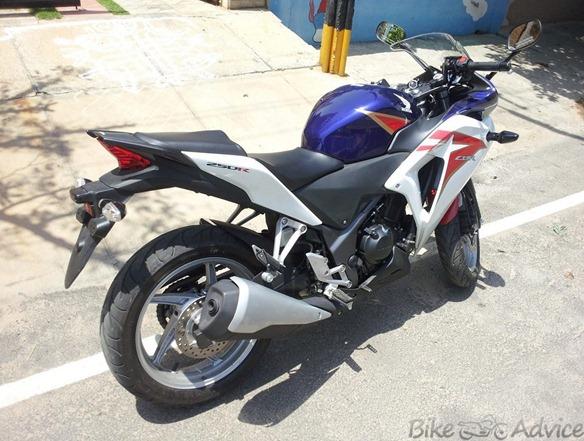 Honda CBR250R Blue-white