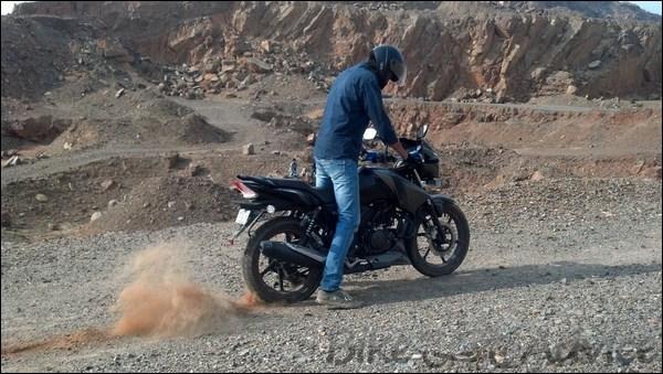 TVS Apache RTR 160 Hyper Edge Ownership Review by Karan Bansatta bikeadvice in (3)