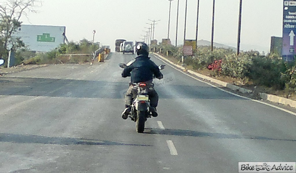 spied: ktm duke 200 on test; is it the 2013 abs variant?