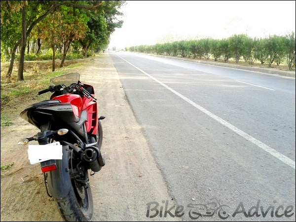 Yamaha R15 V2.0 Ownership Review By Madhur Choudhary bikeadvice in (2)