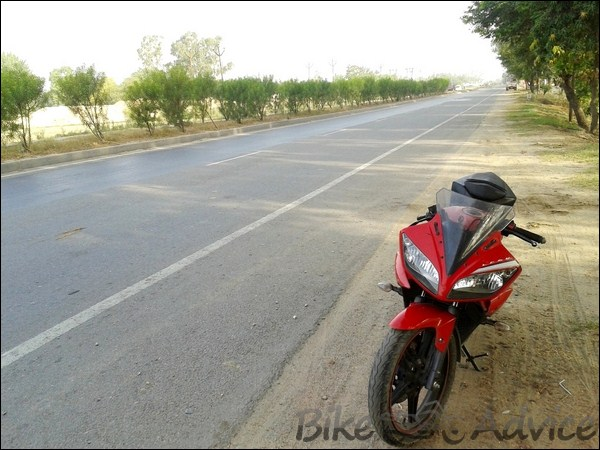 Yamaha R15 V2.0 Ownership Review By Madhur Choudhary bikeadvice in (3)