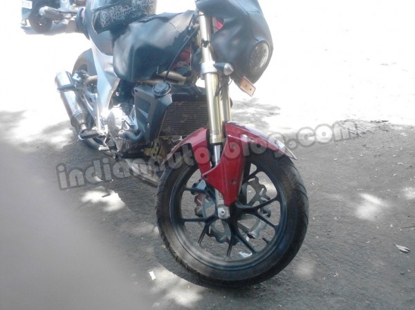 Mahindra-Mojo-spied-in-Pune-front-three-quarters