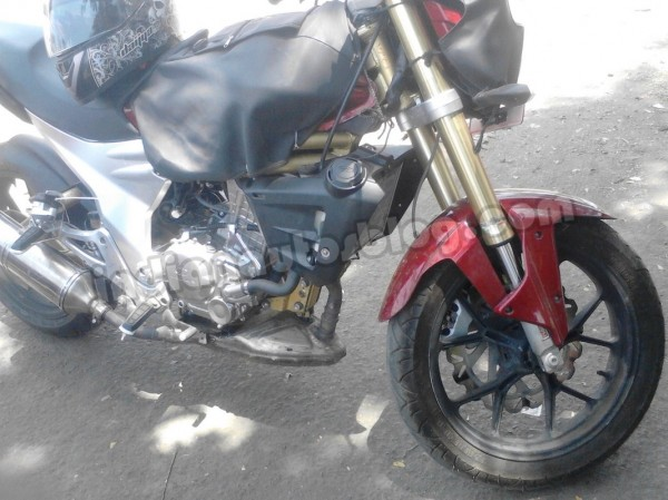 Mahindra-Mojo-spied-in-Pune-side