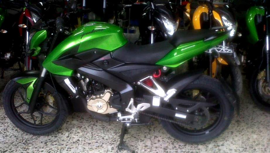 Pulsar-200NS-Green-Indonesia