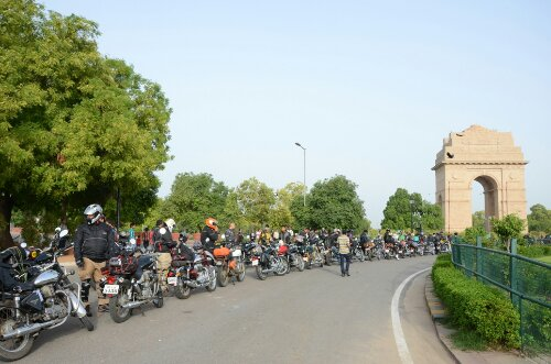 wpid-Royal-Enfield_Himalayan-Odyssey_India-Gate-6.JPG