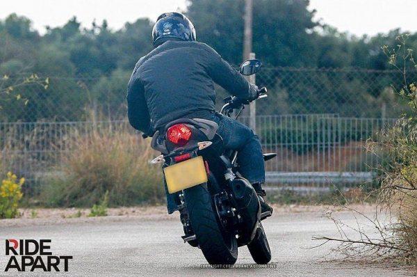 Triump-New-250cc-Bike-Spy-Pic (3)