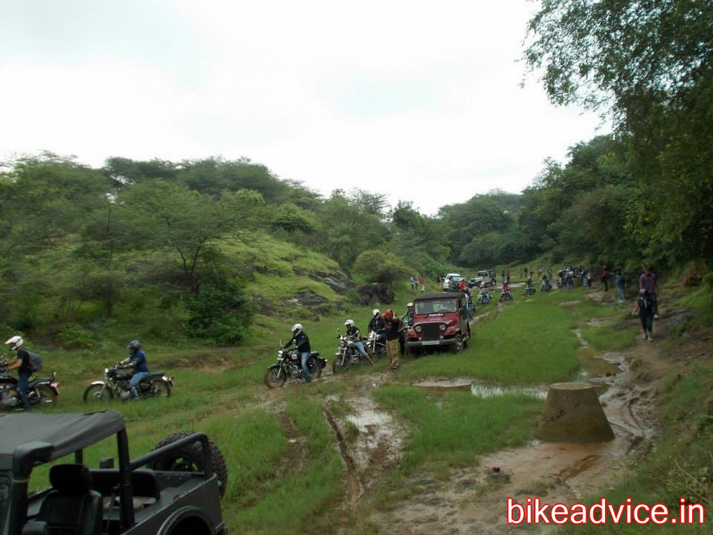 review prince s 45kmpl 18 000 kms royal enfield classic