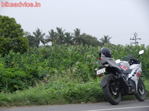 Yamaha-R15-Review (15)