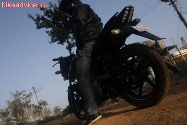 Pulsar-180-Pic-Review (2)