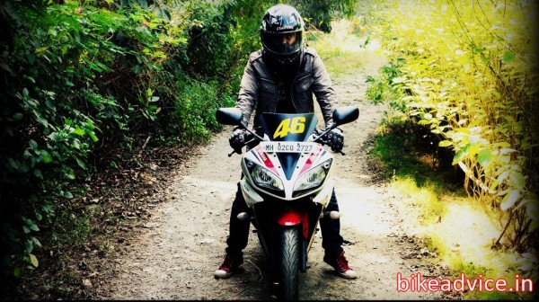 Yamaha-R15-V2-Review-Pic (10)