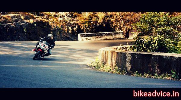 Yamaha-R15-V2-Review-Pic (12)