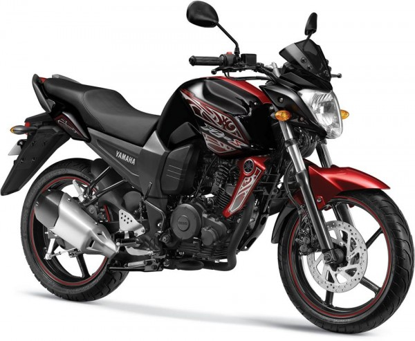 New-2014-Yamaha-FZS-Pouncing-Black-Colour