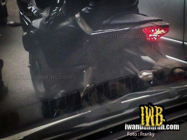Yamaha-R25-Spy-pics-rear