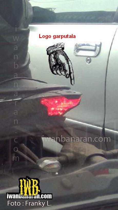 Yamaha-R25-Spy-pics-taillamp-logo