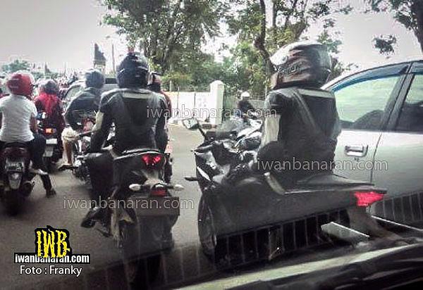 Yamaha-R25-Spy-pics-test-mule