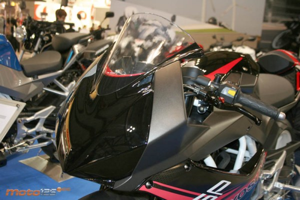 Faired-Hyosung-GD250R-Pics-front-headlamp