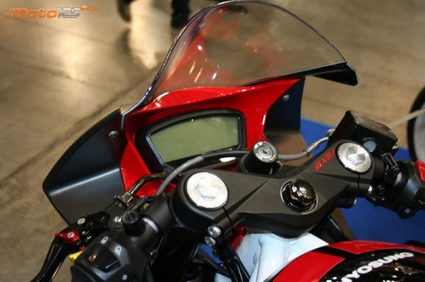 Faired-Hyosung-GD250R-Pics-instrument-cluster