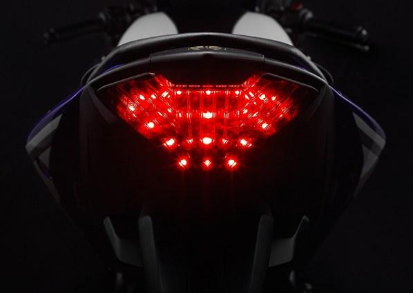 Yamaha-R25-pic-tail-lamp