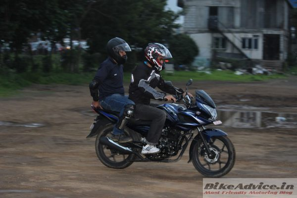 New-Discover-150F-with-pillion