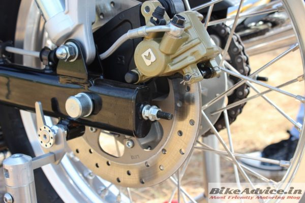 Royal-Enfield-Continental-GT-Pics-swingarm-disc-brake