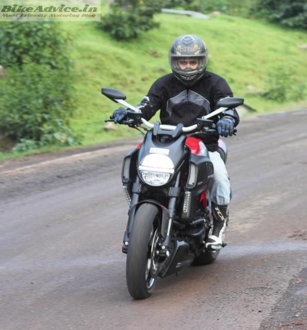 Ducati-Diavel-Carbon-India-Ride-Pics (24)