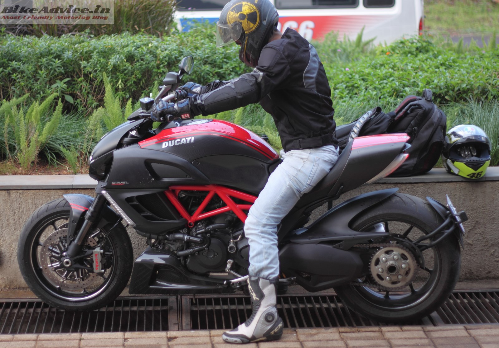 Ducati Diavel Carbon Short Ride Review India Pics Details