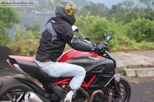 Ducati-Diavel-Carbon-India-Ride-Pics (7)