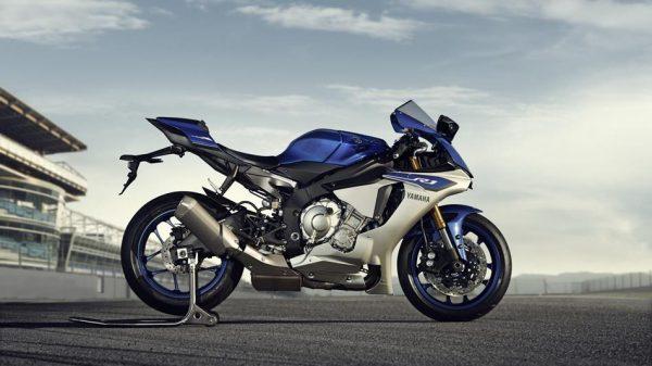 New-2015-Yamaha-R1-Pic-side