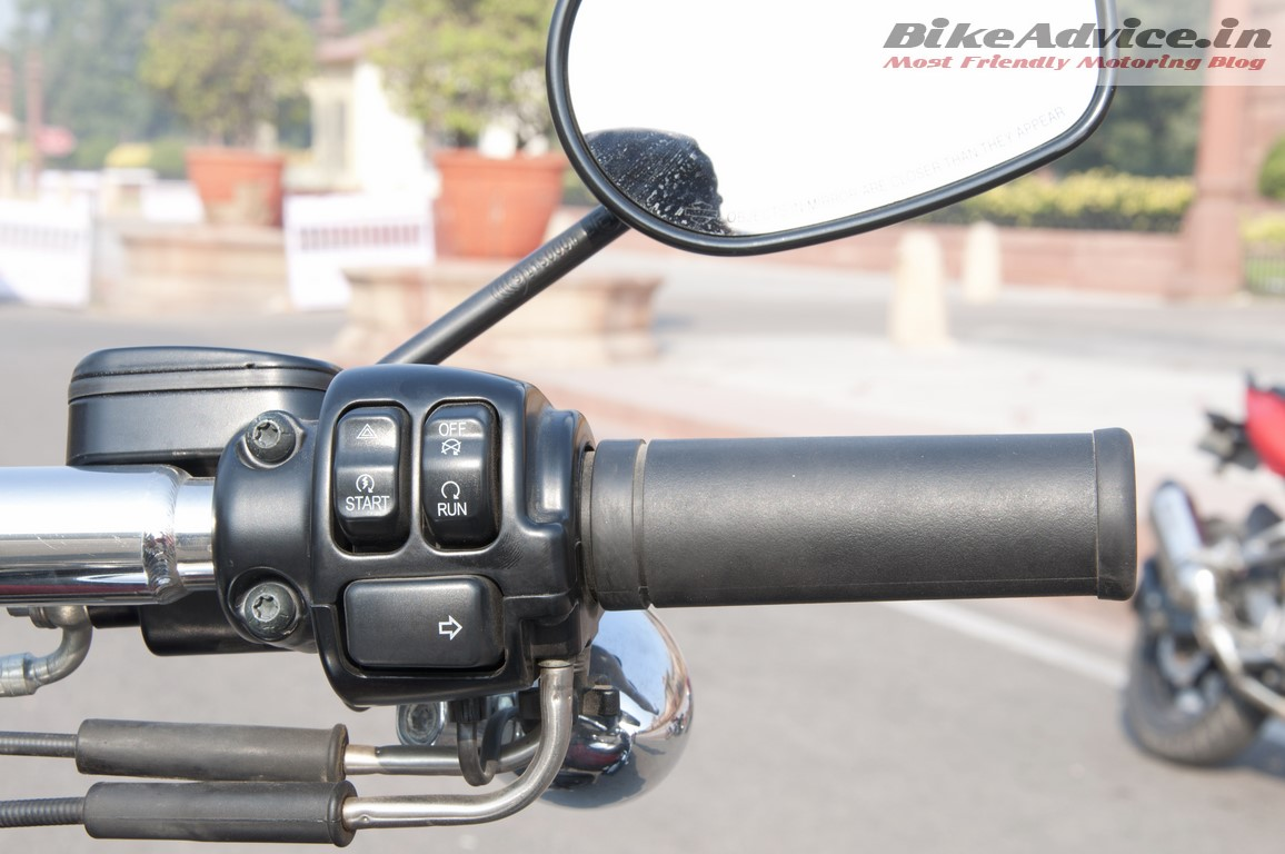 Harley-Davidson-Fat-bob-India-Review-Pictures-right-grip-switchgear