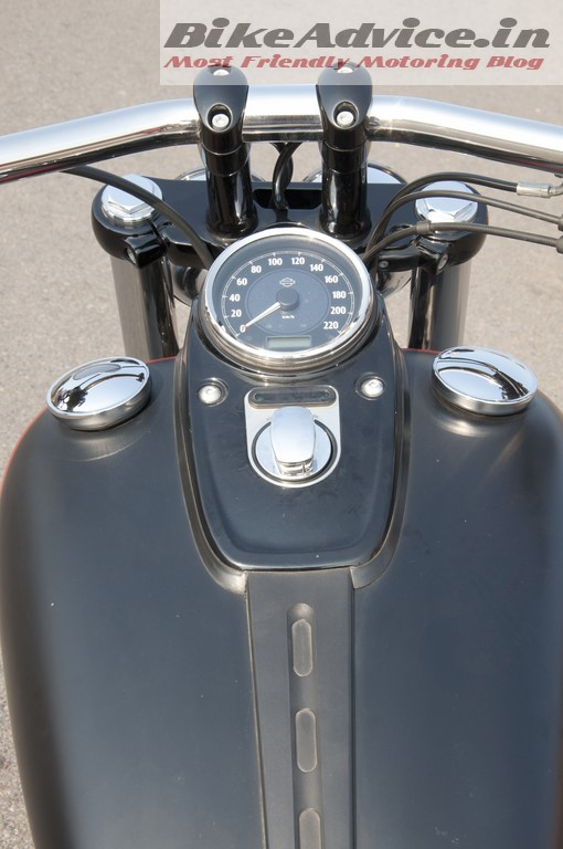 Harley-Davidson-Fat-bob-India-Review-Pictures-tank-tacho