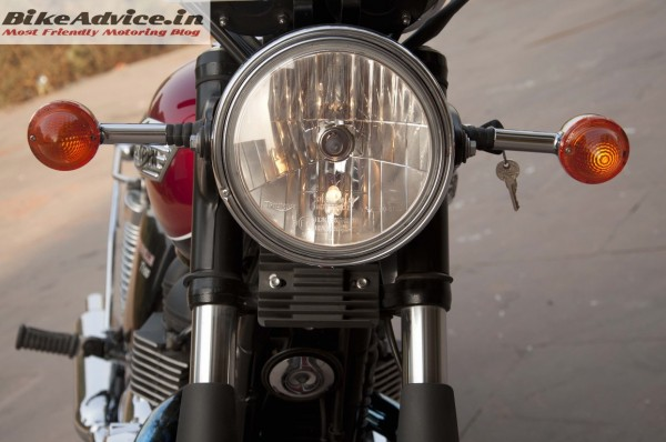 Triumph-Bonneville-India-test-ride-review-pics-headlamp