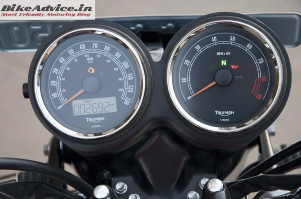 Triumph-Bonneville-India-test-ride-review-pics-intrument-cluster