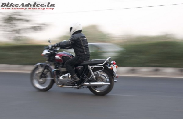 Triumph-Bonneville-India-test-ride-review-pics-motion-side