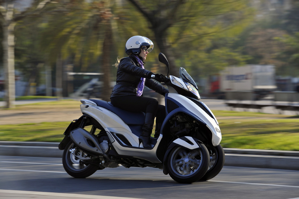 3-Wheeled Piaggio MP3 Scooter Spotted in India: Launch Plans?