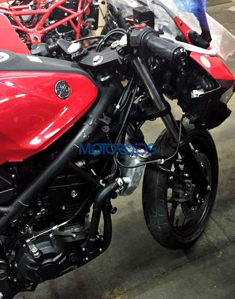 Red-Yamaha-R25-India-Spy-Pics (2)
