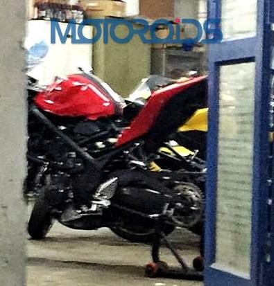 Red-Yamaha-R25-India-Spy-Pics (3)