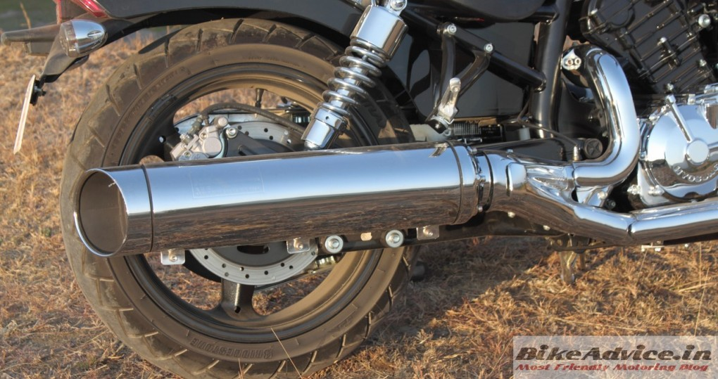Hyosung-Aquila-Pro-GV650-Review-exhaust