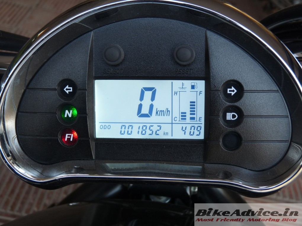 Hyosung-Aquila-Pro-GV650-Review-instrument-cluster