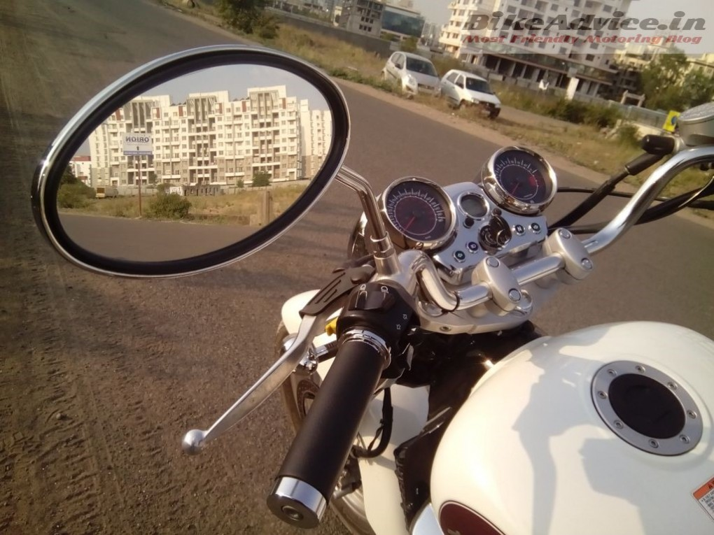 Hyosung-Aquila-250-rear-view-mirror