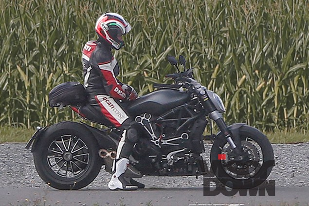 2016-Ducati-Diavel-Spy-Pics (1)